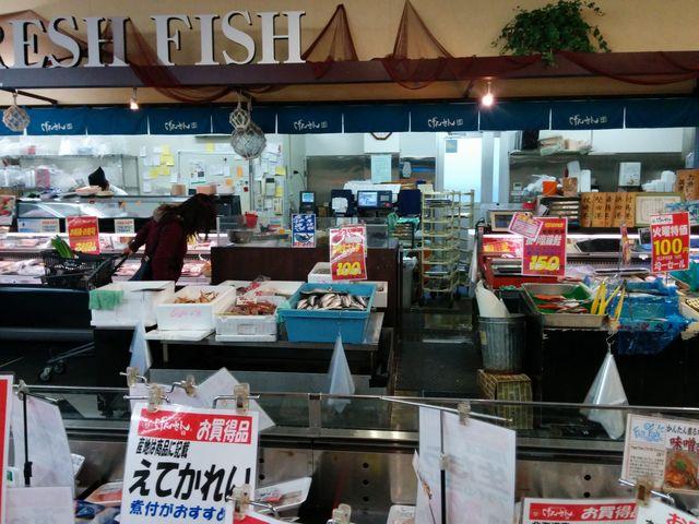 生鮮館げんさん 堅田店の鮮魚売場