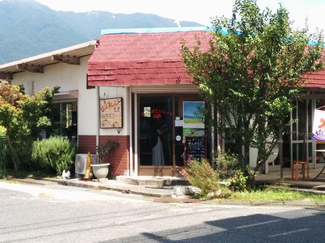 比良駅前  軽食喫茶・特産品販売所「ほっとすてぃしょん比良」