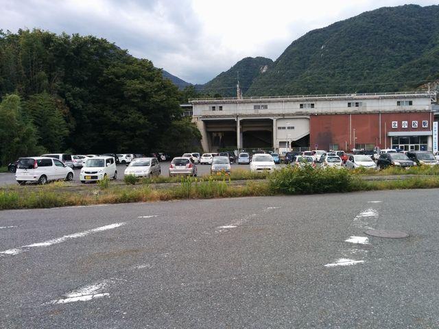 北小松駅の駐車場