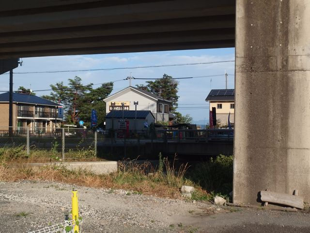 JR志賀駅横の道より青木煮豆店