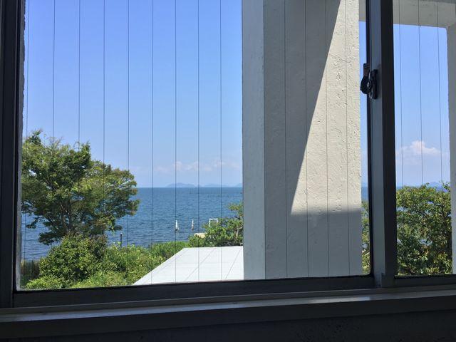 cafe smaile店内から見える琵琶湖の風景